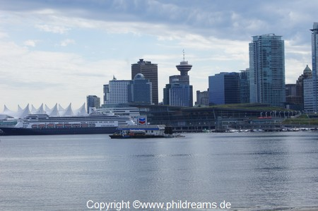 view-dowtown-vancouver-and canadaplace